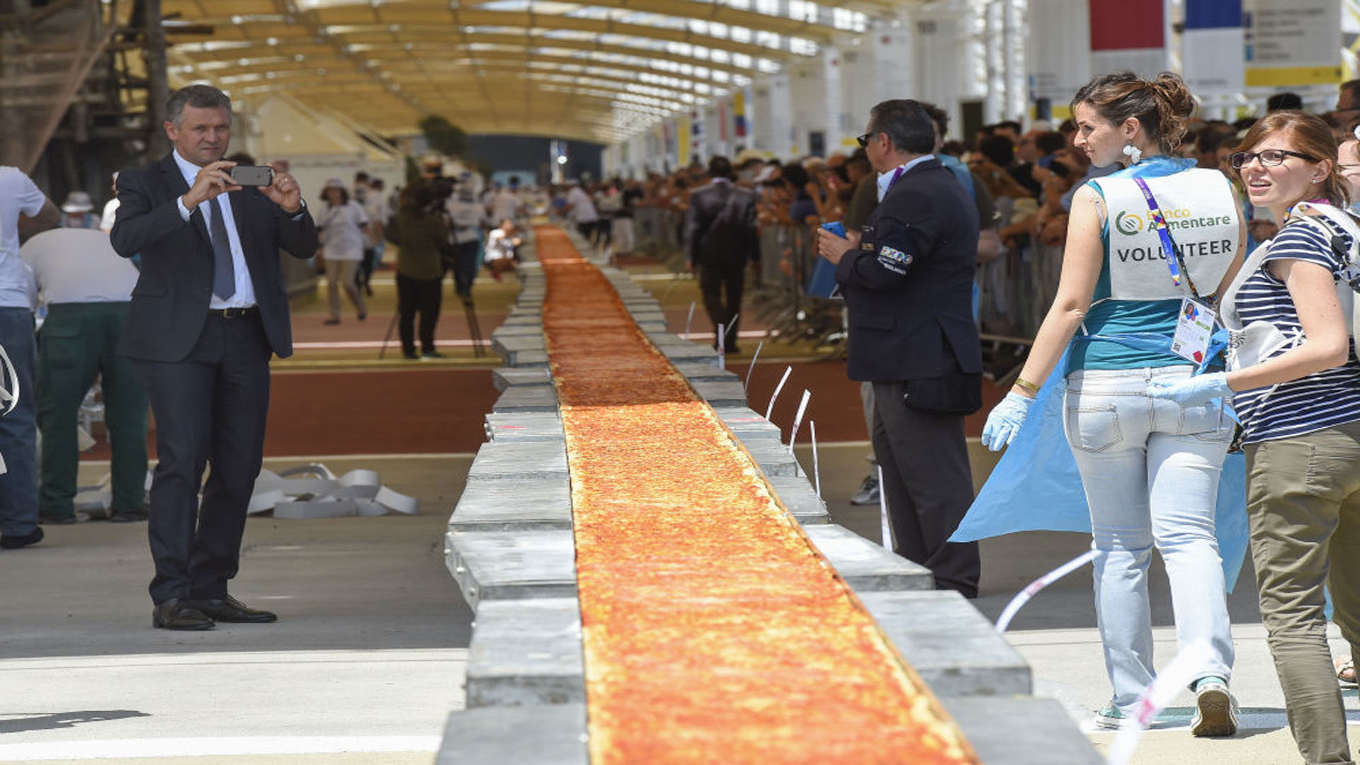 Cuánto-mide-la-pizza-más-larga-del-mundo-1920
