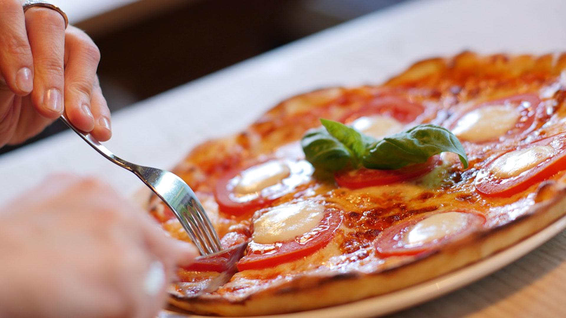Cómo-eres-según-la-forma-en-que-comes-pizza-1920