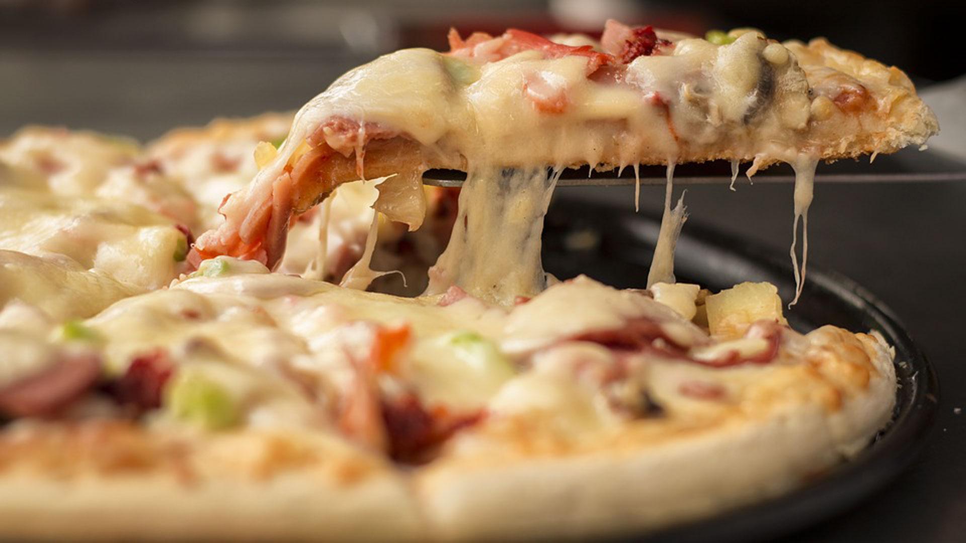 Saborea-nuestras-ricas-pizzas-1920