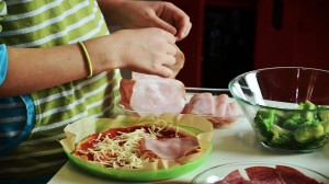 Cómo-hacer-tu-propia-pizza-en-casa-1920