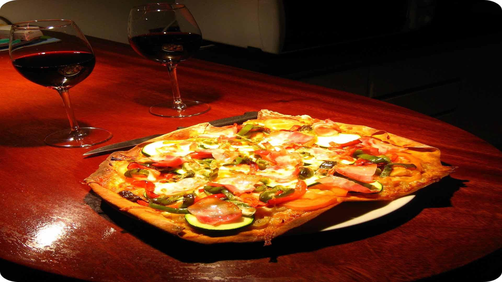 el-buen-maridaje-entre-el-vino-y-la-pizza-1920