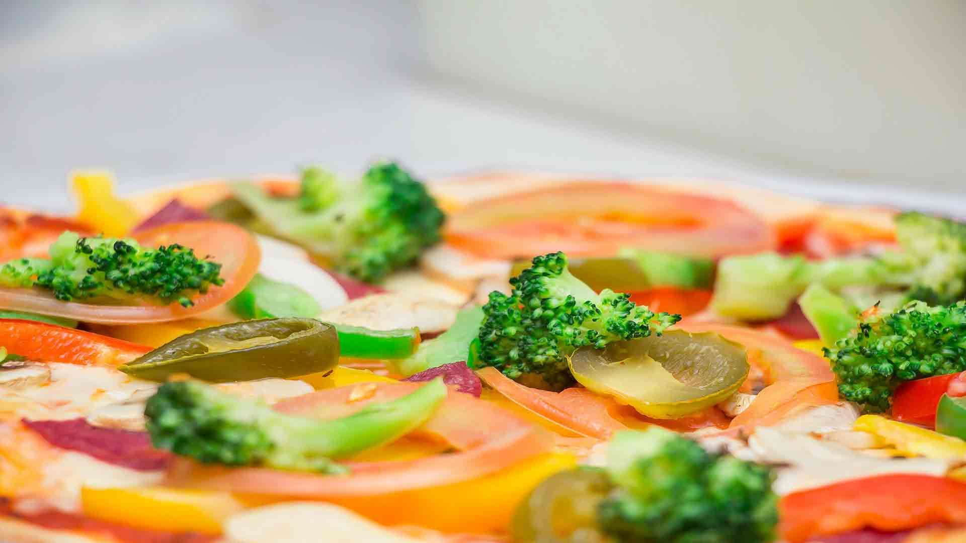 Los-10-ingredientes-más-adecuados-para-conseguir-una-pizza-nutritiva-y-saludable-1920
