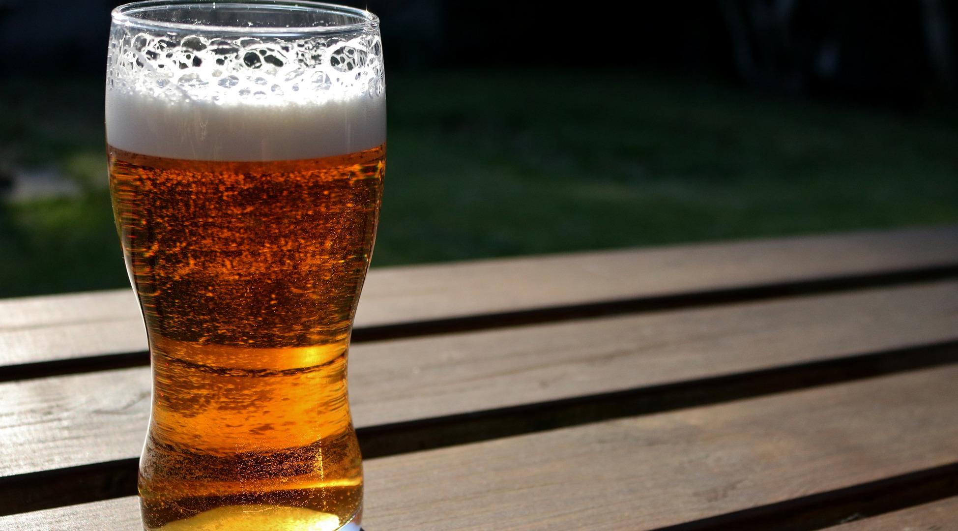 los-beneficios-de-tomar-una-cerveza-al-dia-1920