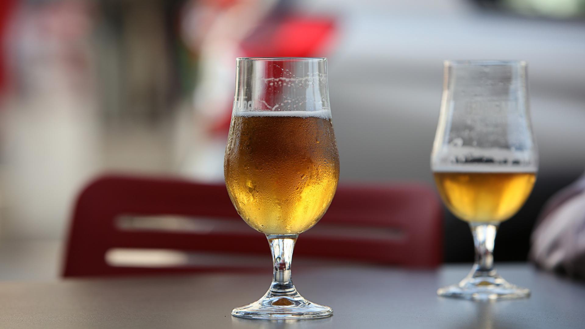 cerveza-la-bebida-que-mas-beneficios-da-a-los-locales-1920