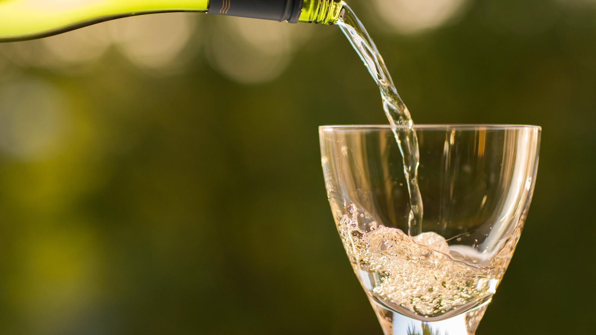 investigadores-afirman-que-beber-alcohol-podría-mejorar-la-memoria-1920