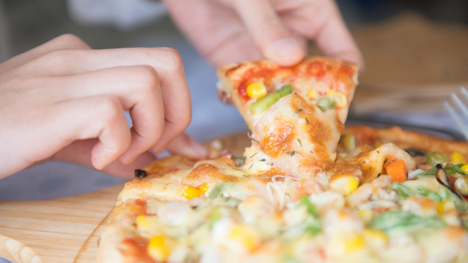 la-regla-de-las-dos-pizzas-del-fundador-de-amazon-1920