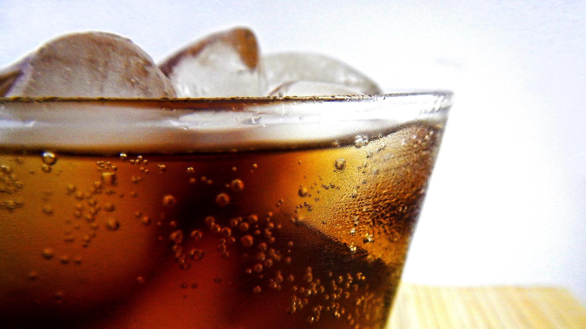 las-bebidas-muy-frias-producen-dolor-de-cabeza-1920