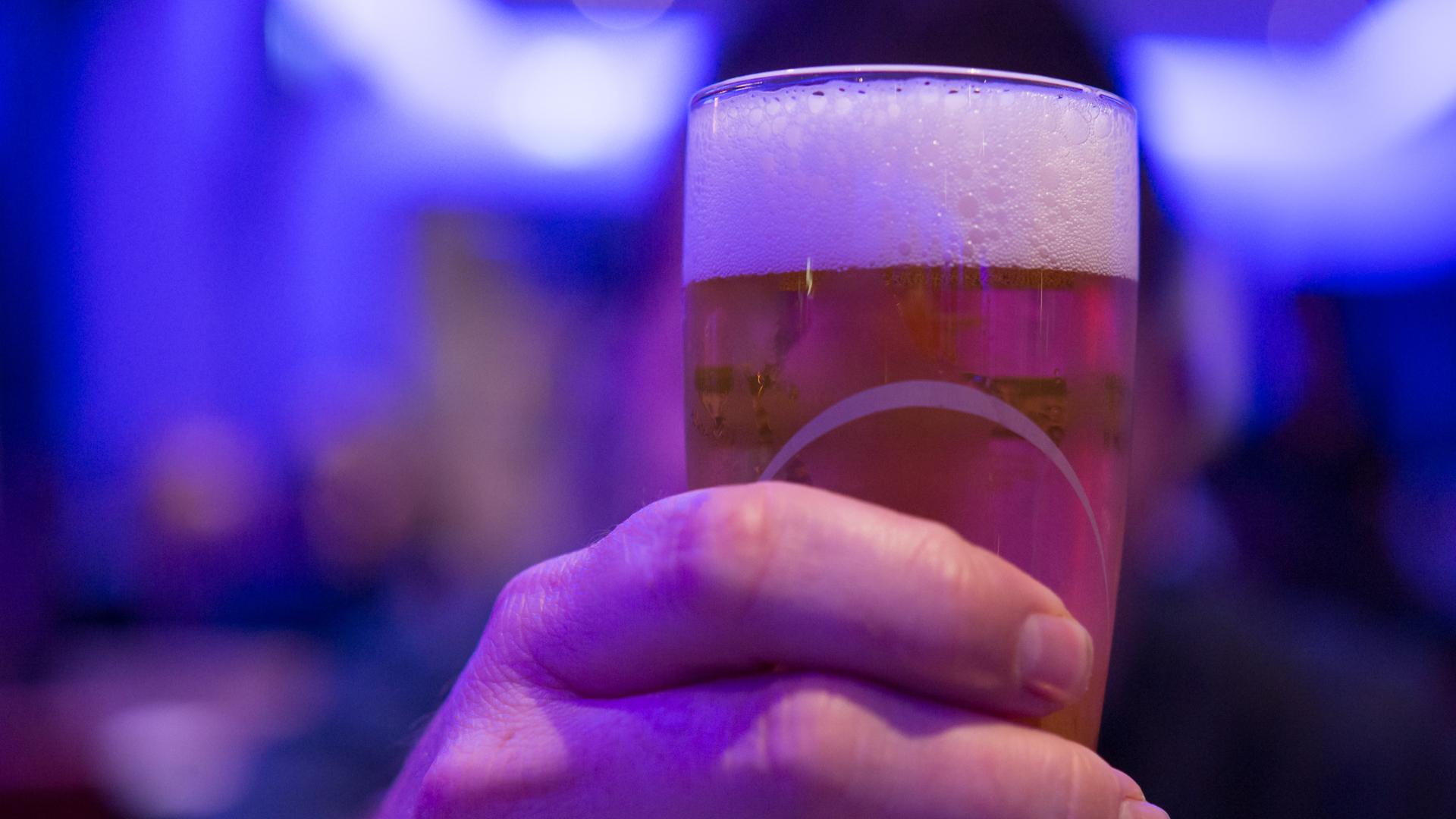 cerveza-y-vino-tanto-en -dias-laborables-como-en-fin-de-semana-1920