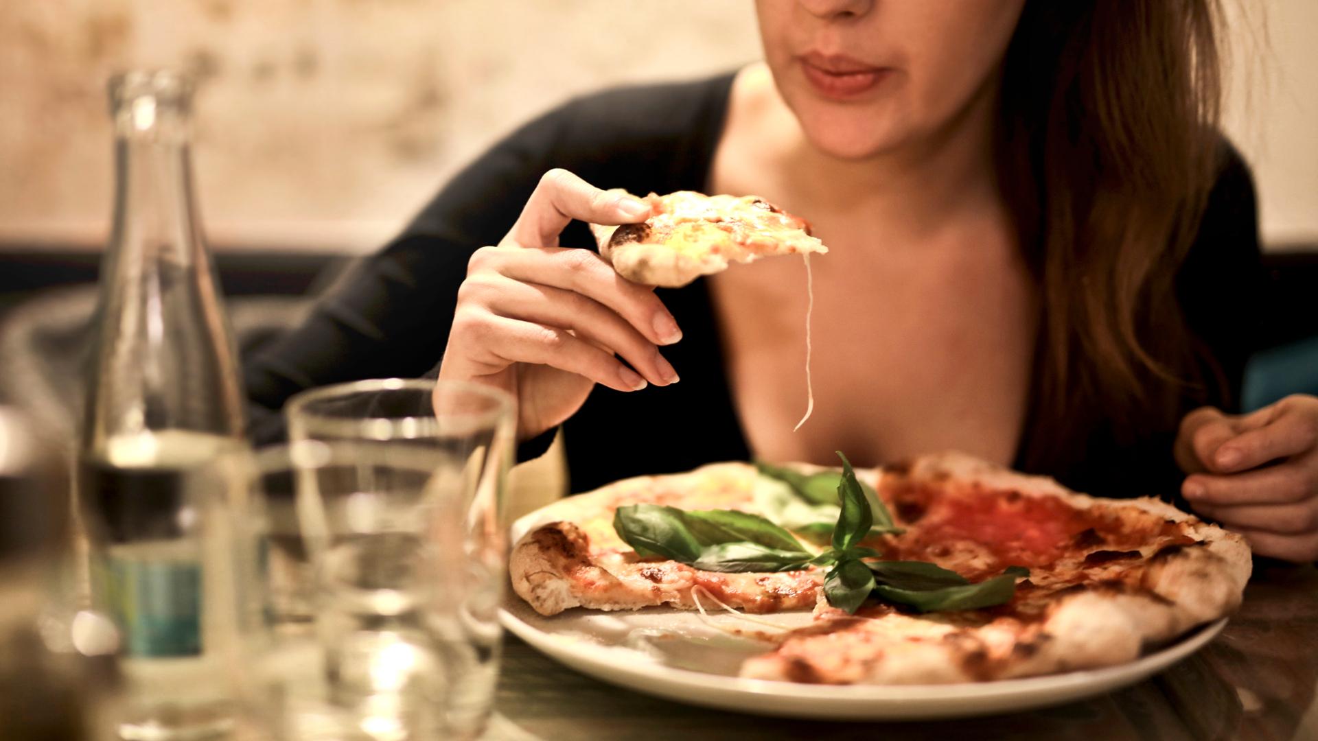 se-recomienda-masticar-la-comida-hasta-40-veces-1920