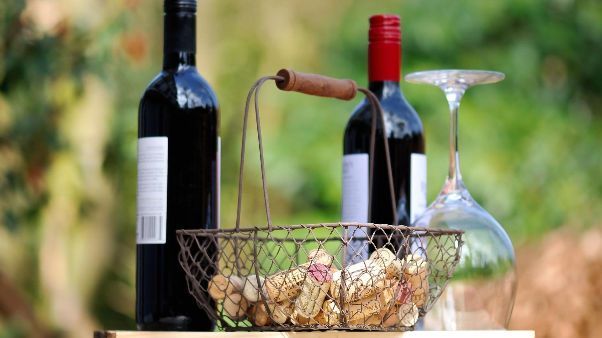 vino-la-bebida-alcoholica-que-mas-compran-las-familias-espanolas-1920